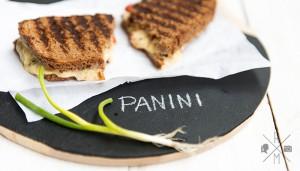 Vegetarisches Panini mit Käse und Paprika   relleomein.de #veggy #recipe #panini