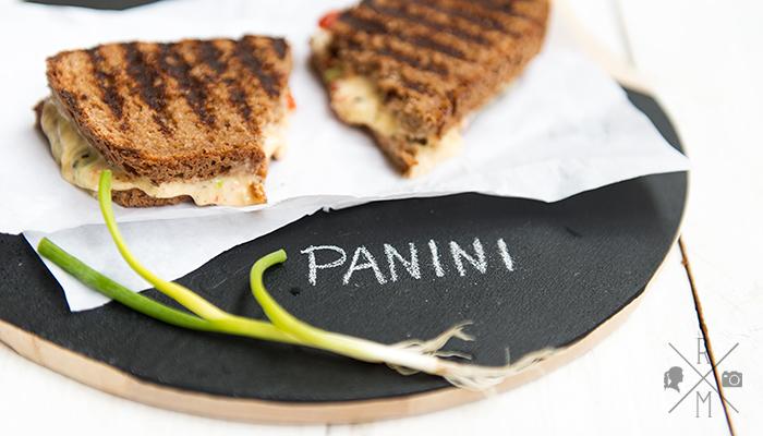 Panini mit Käse und Paprika