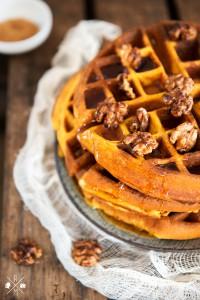 Pumpkin Waffles - Kürbiswaffeln mit karamellisierten Walnüssen   relleomein.de #pumpkin #thermomix #recipe