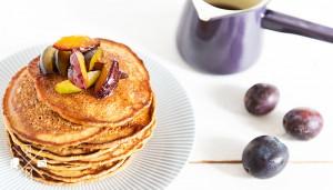 Pumpkin Pancakes with hot plum syrup - Kürbis Pfannkuchen mit Pflaumensirup | relleomein.de #pancakes #recipe #breakfast #pumpkin #fall