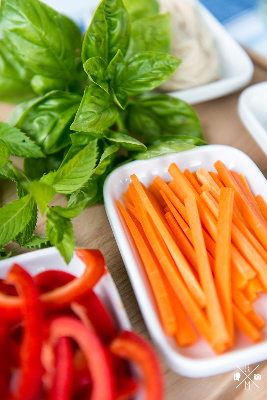 Vietnamesische Sommerrollen - Summer Rolls mit scharfem Chili Dip | relleomein.de #veggy #recipe #summerrolls