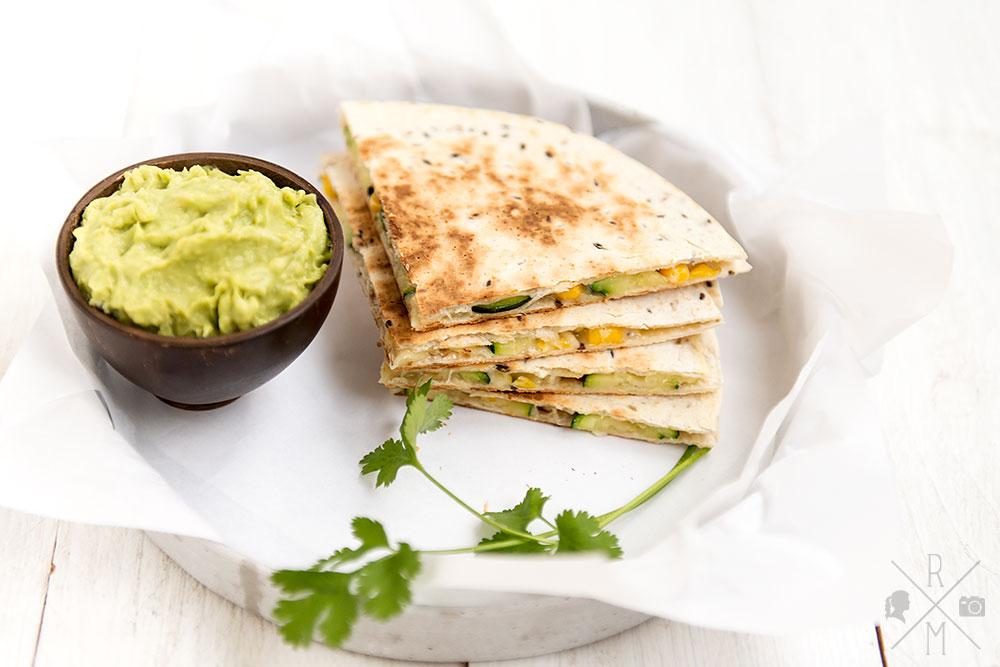 Quesadillas mit Zucchini-Mais-Füllung | relleomein.de #rezept #quesadilla #veggy